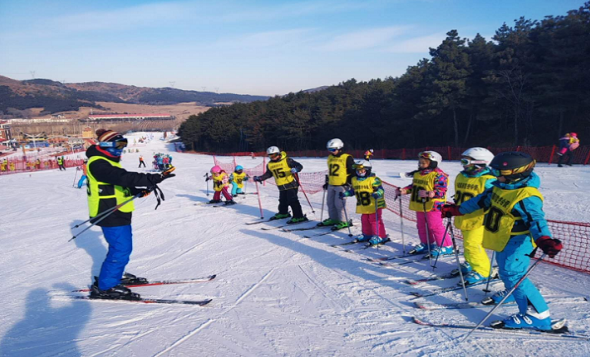 沈阳体育学院白清寨滑雪冬令营